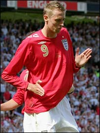 Peter Crouch performs his robotic goal celebrations
