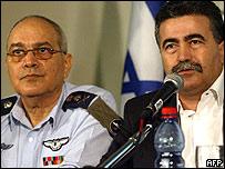 Jefe del ejército de Israel  Dan Halutz  y el ministro de defensa Amir Peretz