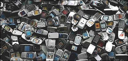 Tel�fonos celulares. Foto: Cathal McNaughton/PA