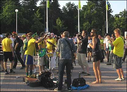 Hinchas de Brasil y Croacia