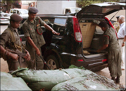 Sri Lankan soldiers check a car in Colombo amid a security alert following the bus bomb attack
