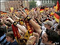 Miles de alemanes celebran