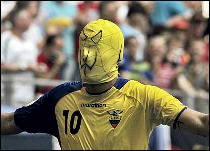 Kaviedes celebrates in style by wearing a mask