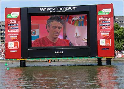 Floating screen on River Main in Frankfurt