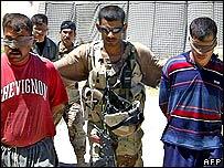 Iraqi soldiers arrest suspects