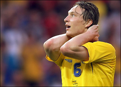 Kim Kallstrom reacts to having his ninth-minute shot well saved by Bobadilla
