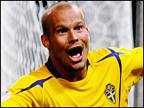 Freddie Ljungberg celebrates his 88th-minute goal