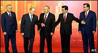 (L-R) Uzbekistan President Islam Karimov, Russian President Vladimir Putin, Kazakhstan President Nursultan Nazarbayev, Chinese President Hu Jintao, and Tajikistan President Emomali Rakmonov
