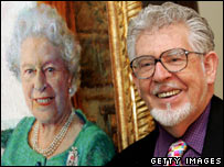 Artist Rolf Harris with his portrait of the Queen