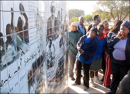 A memorial to Tsietsi Mashinini is unveiled in Soweto