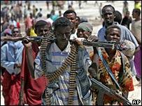 Milicianos islamistas en El Maan, norte de Mogadishu.