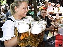 Los alemanes muestran orgullo por la calidad de su cerveza