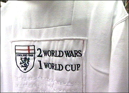 Market traders in Leicester have been banned from selling a football T-shirt with slogans about English victories in the World Cup and World Wars.