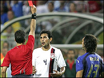 Pablo Mastroeni is sent off for USA against Italy