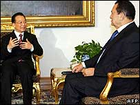 Chinese Prime Minister Wen Jiabao (left) with Egyptian President Hosni Mubarak