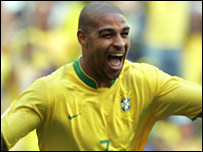 Adriano celebrates his goal