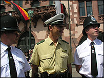 German and British police officers