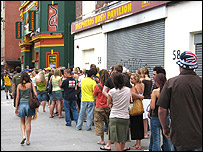 Queueing at the Walkabout