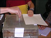 Votantes en Cataluña.