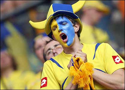 A Ukrainian fan shows his support