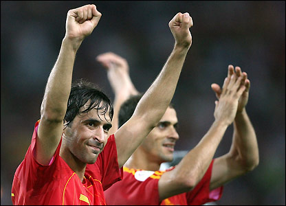 Raul salutes Spain's fans 