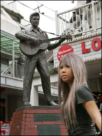 The statue of Elvis in Harajuku that Mr Koizumi helped build