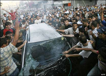 BBC NEWS | In Pictures | In pictures: Gaza air strike