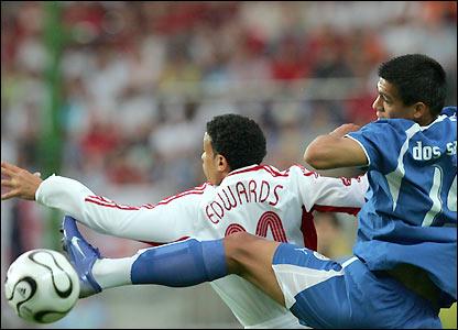 Julio Dos Santos goes close for Paraguay
