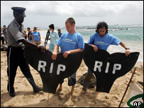 Greenpeace activist attempt to set up a whale 'graveyard' [AP]