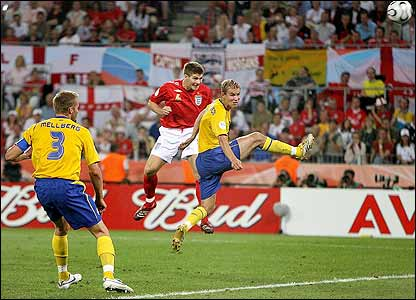 Gerrard heads in England's second goal