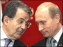 Italy's Romano Prodi, left, talks with Russia's Vladimir Putin