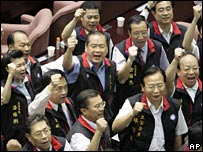 Opposition lawmakers in parliament on 21 June 2006