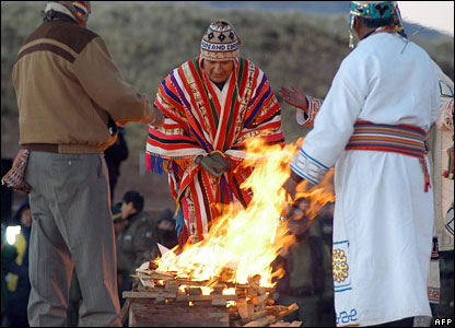 Bolivian President Evo Morales (C) and Aymara priests take part in the celebrations of the Aymara New Year