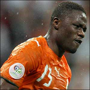 Aruna Dindane celebrates scoring for Ivory Coast from the spot