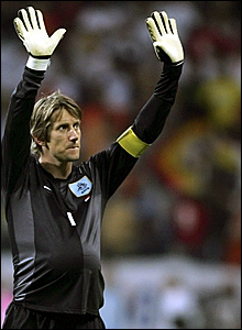 Holland keeper Edwin van der Sar thanks the Dutch fans for their support after the 0-0 draw with Argentina