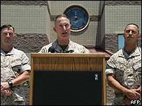 Oficiales militares estadounidenses.