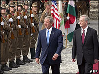 President Bush and President Solyom review Hungarian troops