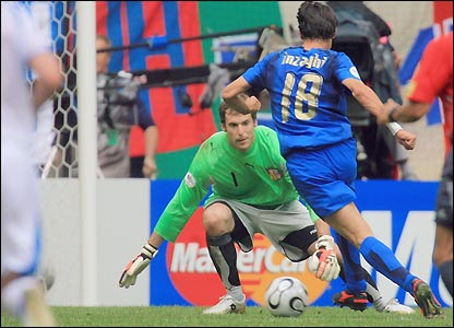 Filippo Inzaghi rounds Petr Cech