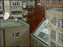 David Belle salta entre dos edificios en el cortometraje de la BBC Rush Hour