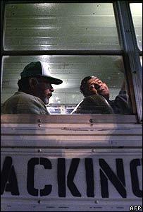 Mexicanos cruzando la frontera para trabajar en  California