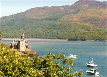 Barmouth Clock House on the Mawddach Estuary (Peter Knight, Preston)