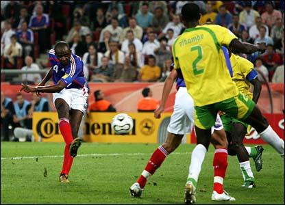 Patrick Vieira scores for France