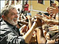 Lula con trabajadores portuarios en Bahía.