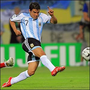 Javier Saviola forces a save from Mexico keeper Oswaldo Sanchez