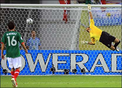 Mexico goalkeeper Oswaldo Sanchez