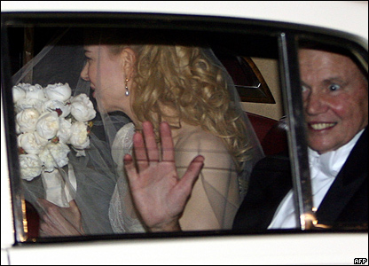 Nicole Kidman wore a traditional white dress for her wedding to Keith Urban in Sydney.