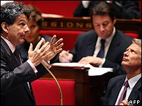 French finance ministry Thierry Breton (left) and Prime Minister Dominique de Villepin (right) in the French Parliament