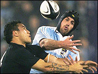 Rico Gear (L) and Ignacio Fernandez Lobbe battle for the ball