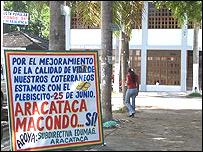 Afiche del referendo en Aracataca.  Foto: Hugo Carro.