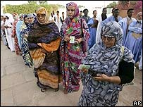 Voters in Nouakchott 25 June 2006